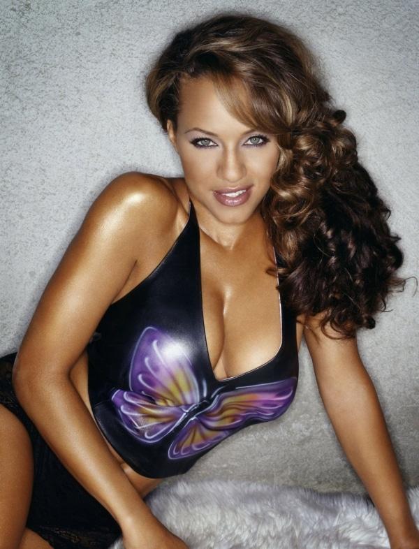 Leila's cleavage in purple shirt