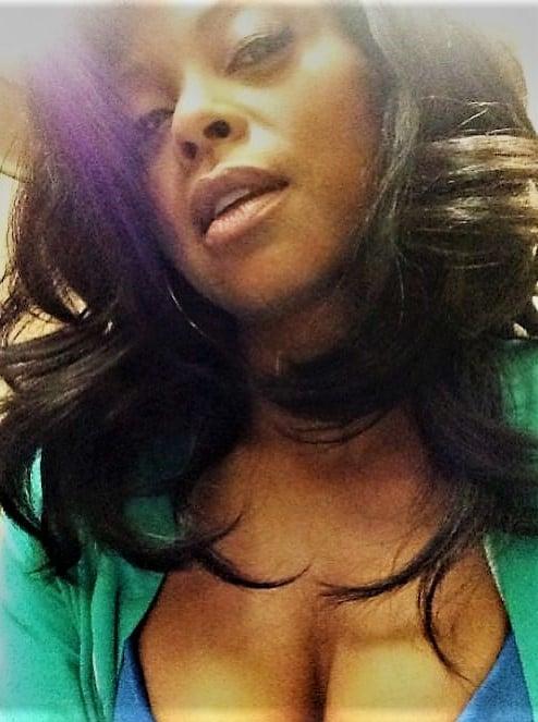 Taraji P Henson cleavage selfie