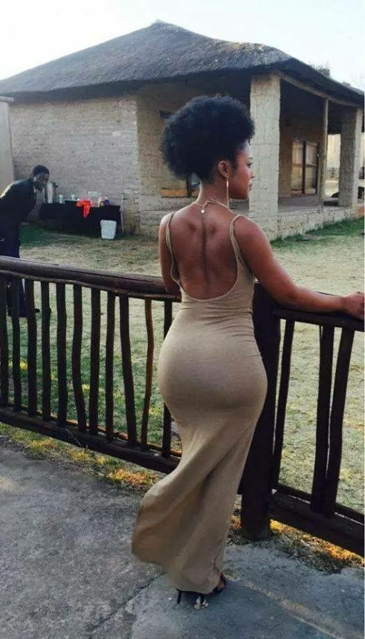 Nomzamo's booty in a tight dress