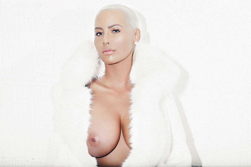 Amber Rose boob exposed