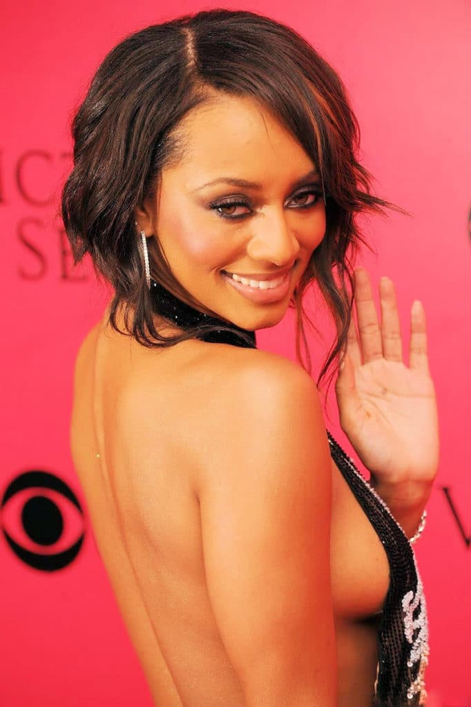 Keri Hilson beautiful side boob